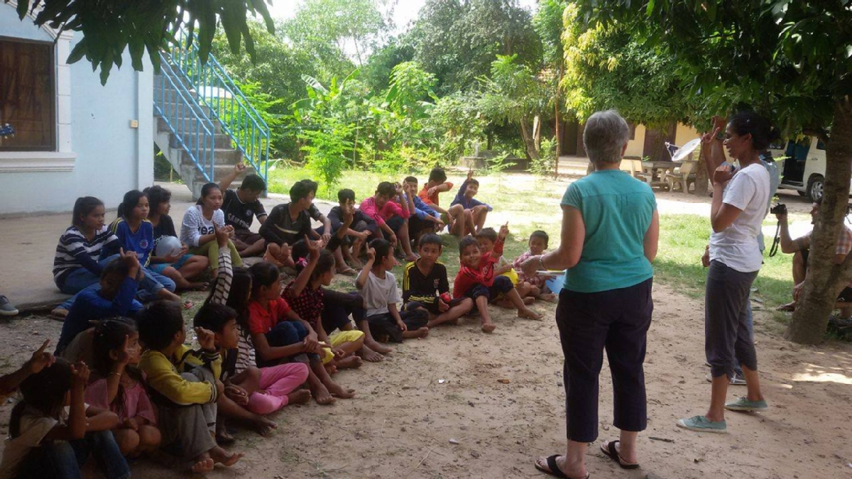 volunteer opportunities abroad holiday free budget cambodia teaching agriculture animals