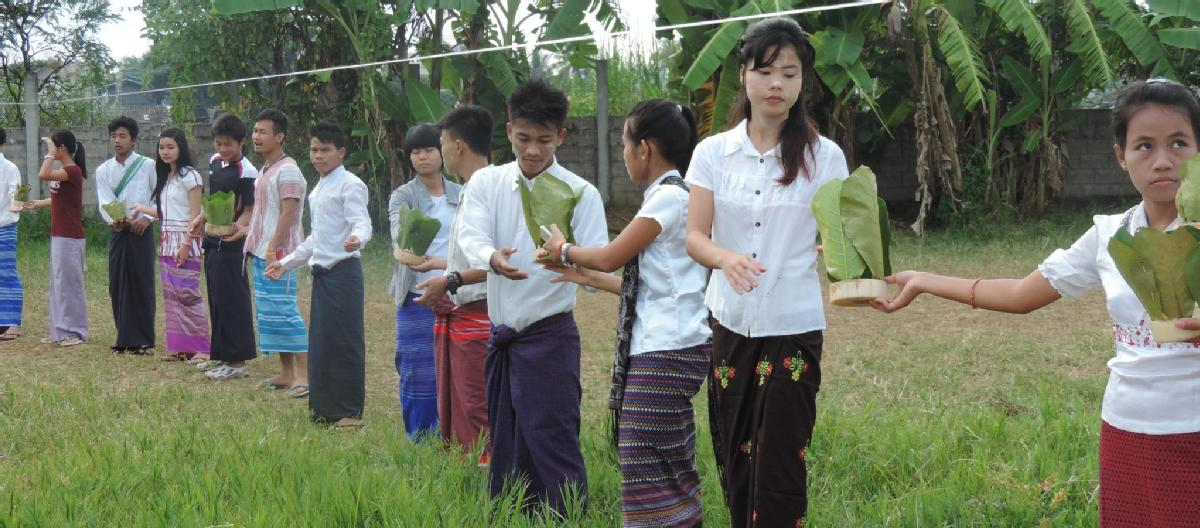 volunteer opportunities abroad holiday thailand teach English school Burmese