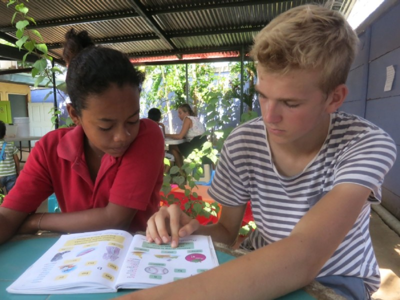 volunteer opportunities abroad holiday nicaragua south america education teaching school children kids